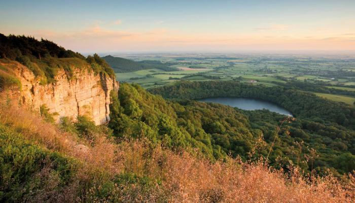 lake-gormire-cleveland-way-north-sutton-bank-photo-mike-kip...